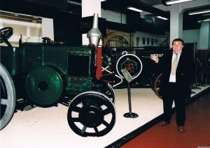 W muzeum zgromadzono interesującą kolekcję ciągników. Na zdjęciu Janusz Seremak przy ciągniku C-45 z 1947 r.
