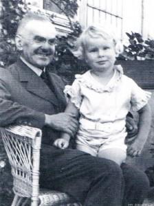 Władysław Grabski z wnukiem Maciejem, Gołąbki 1937 r.